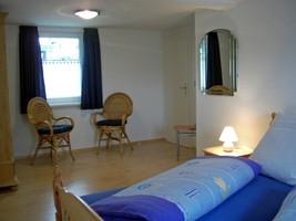 Schlafraum 1, Schlafzimmer Ferienhaus, Karles Winterberg-Langewiese